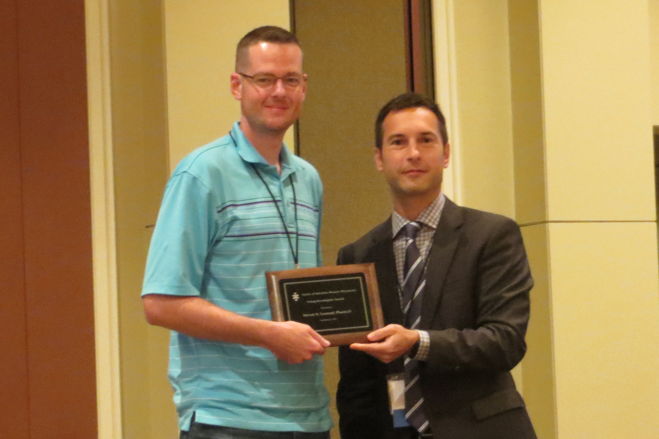 Steve Leonard receives 2014 Young Investigator Award